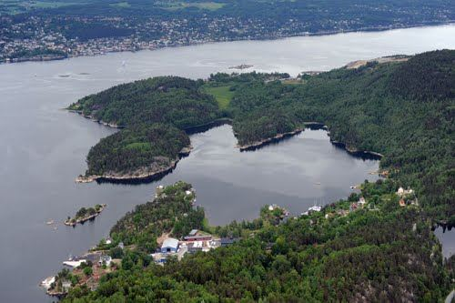 Helicopter rental from Oslo Norway over Sandspollen boating destination
